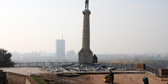 """Pobednik, U toku poslednje pripreme za demontažu spomenika, nećete verovati ŠTA JE PRONAĐENO UNUTAR """"POBEDNIKA"""" (FOTO), Gradski Magazin"""